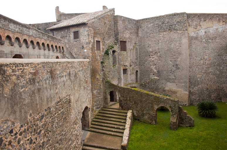 Rome Cabs Bracciano Castle Tour to Civitavecchia Transfer