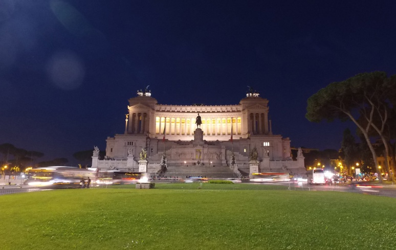 Rome at Night Tour - PIAZZA VENEZIA  (RomeCabs Rome Tours)