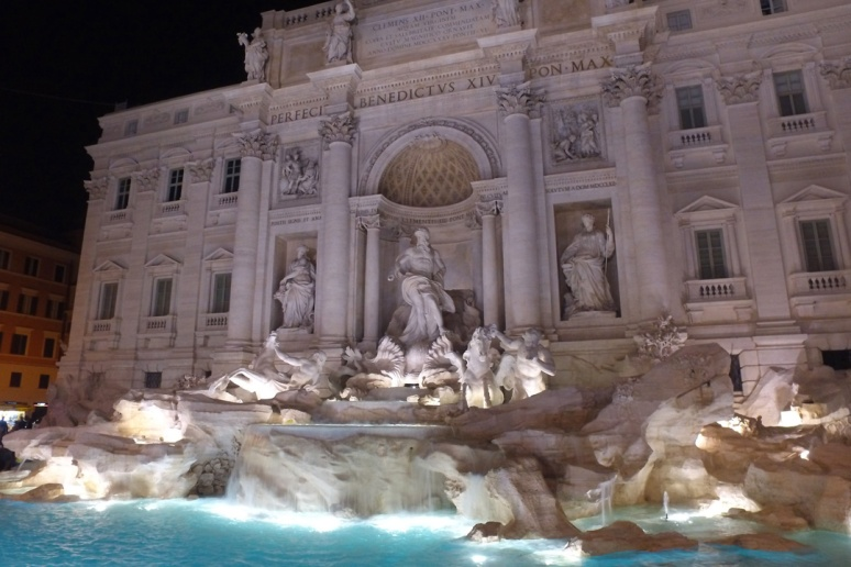 Rome at Night Tour - TREVI FOUNTAIN  (RomeCabs Rome Tours)