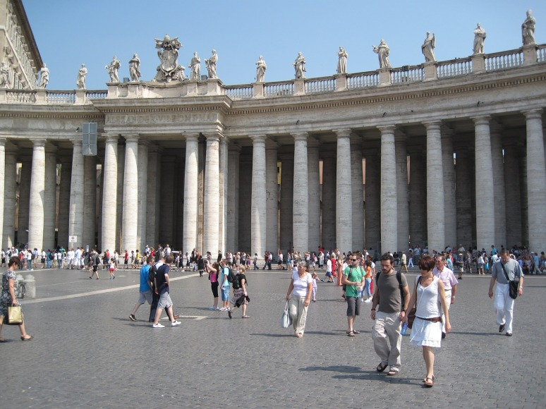 St Peter's Square - What to Wear when visiting the Vatican? - RomeCabs