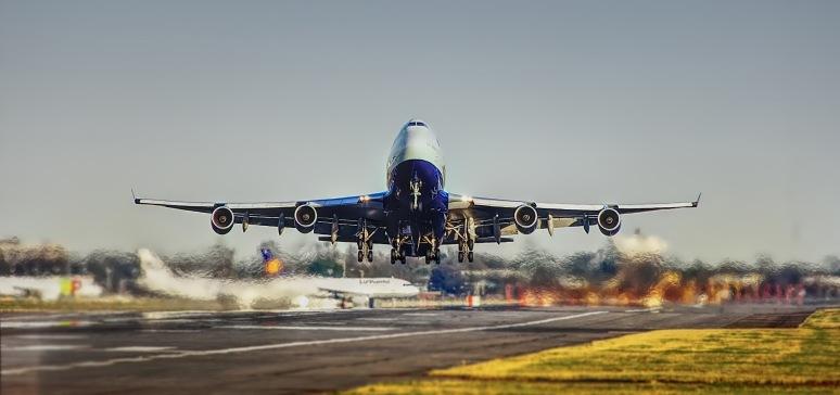 airplane-2745898_1920_S